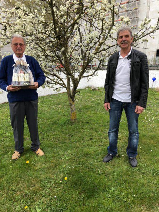 Erich Sättler sen. freute sich über die Glückwünsche durch den FC Dingolfing